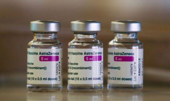 EUA vão partilhar até 60 milhões de doses de vacinas da AstraZeneca