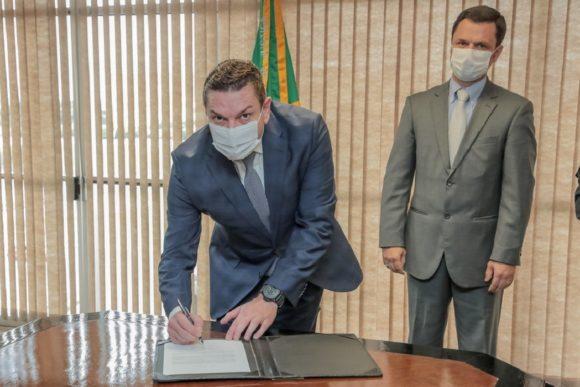 Paulo Maiurino toma posse em cerimônia reservada como novo diretor-geral da Polícia Federal