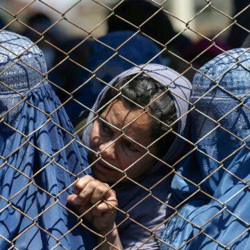 Afeganistão: instituições denunciam violação de direitos das mulheres
