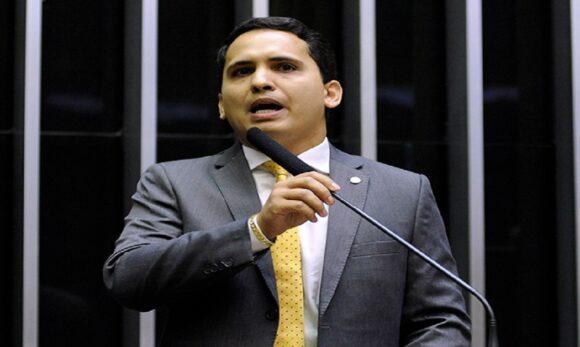 Cássio Andrade solicita explicações quanto à situação dos pescadores que estão sendo afetados com a doença da urina preta