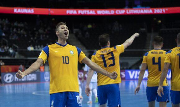 Futsal: Brasil leva susto, mas bate Japão e vai às quartas do Mundial