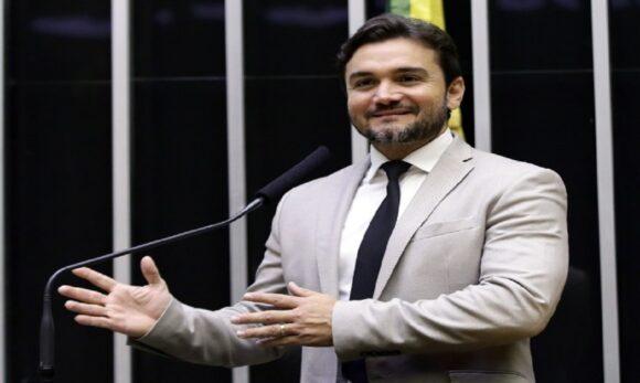 Celso Sabino destina recursos para saúde e educação de Óbidos