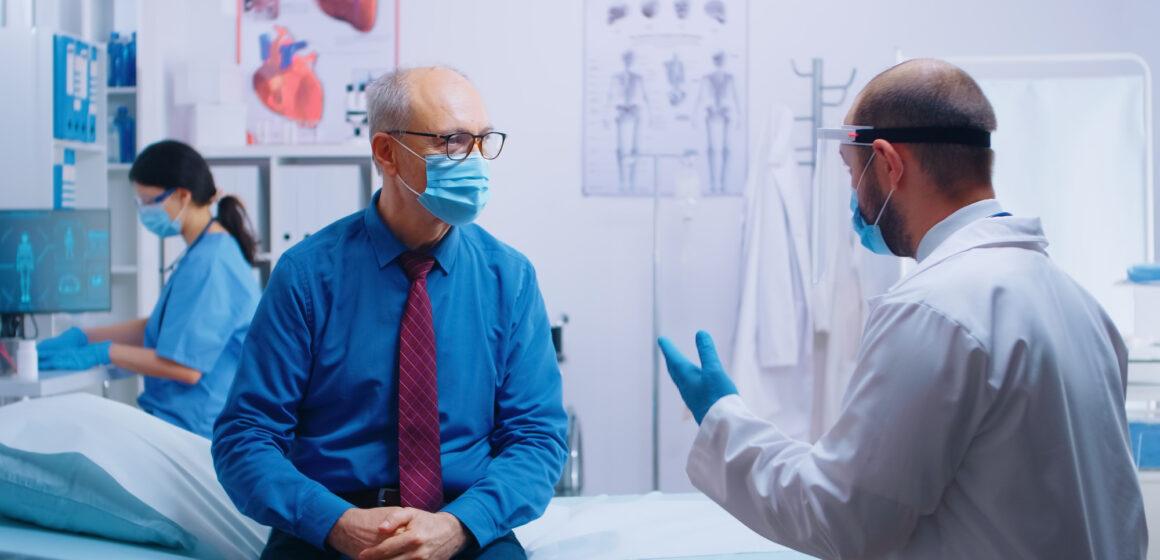 """Planos de saúde são alvo de reclamações na ANS por prescrição do """"kit covid"""""""
